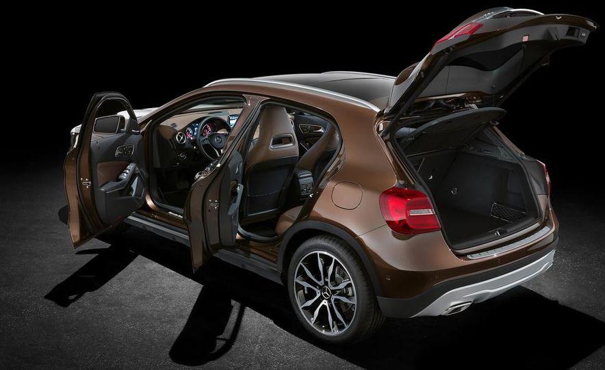 2015 Mercedes-Benz GLA250 4MATIC - Slide 38