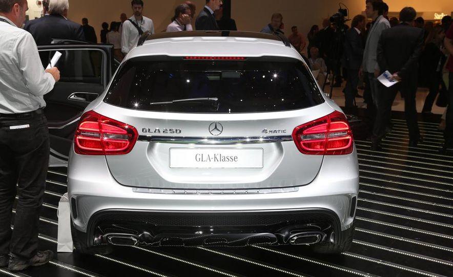 2015 Mercedes-Benz GLA250 4MATIC - Slide 6