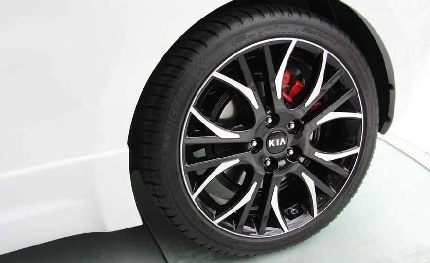 2014 Kia Cee'd GT and Pro_Cee'd GT - Slide 37