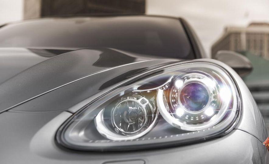 2014 Porsche Cayenne Turbo S - Slide 13
