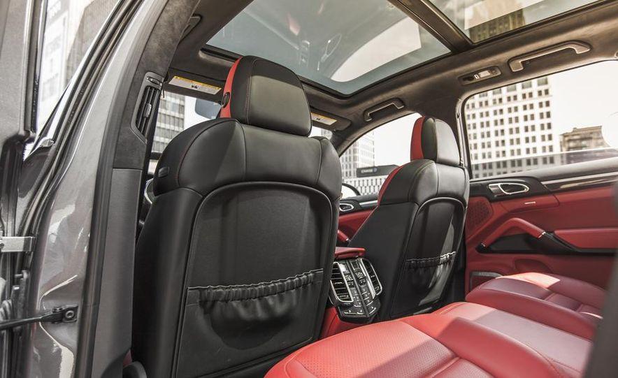 2014 Porsche Cayenne Turbo S - Slide 22