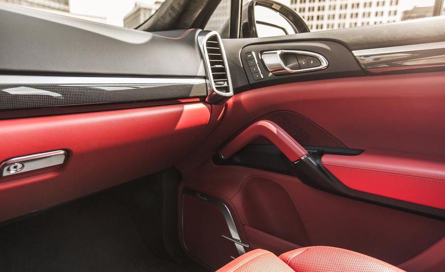 2014 Porsche Cayenne Turbo S - Slide 28