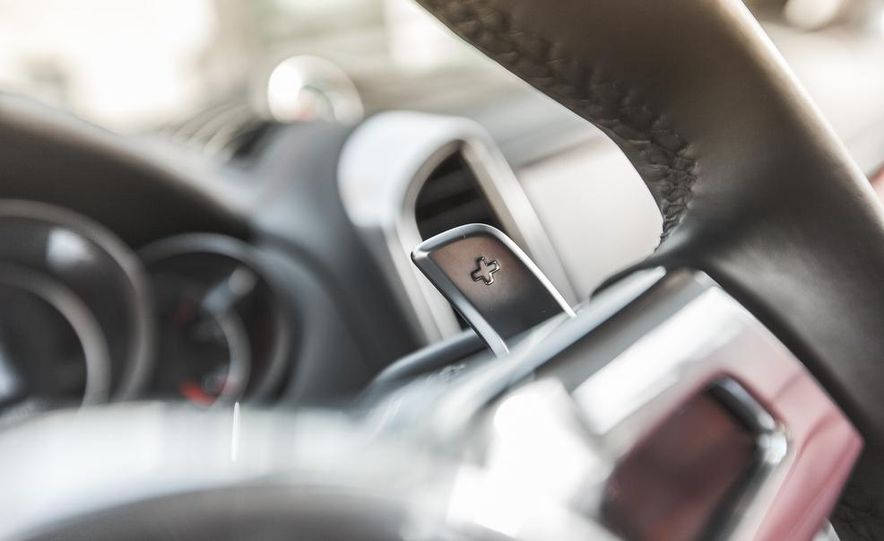 2014 Porsche Cayenne Turbo S - Slide 30