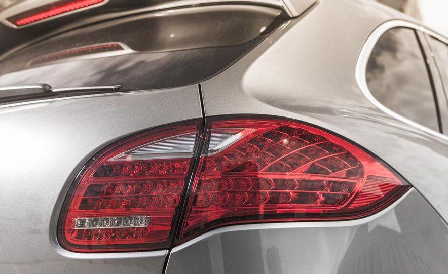 2014 Porsche Cayenne Turbo S - Slide 16