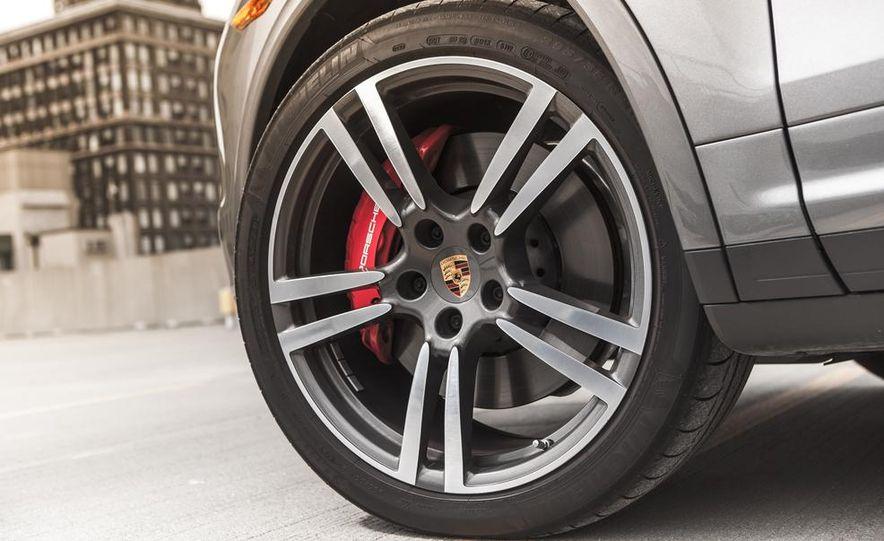 2014 Porsche Cayenne Turbo S - Slide 15