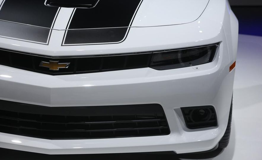 2014 Chevrolet Camaro convertible - Slide 14