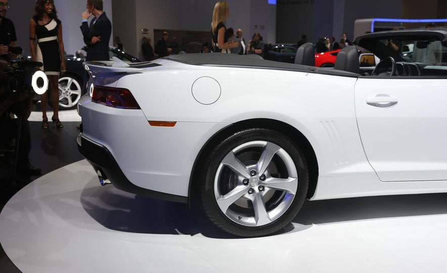 2014 Chevrolet Camaro convertible - Slide 15