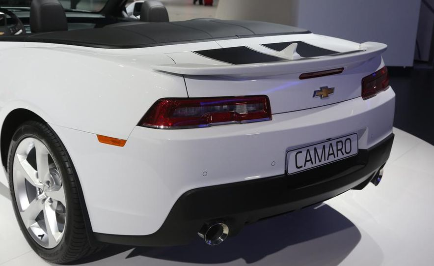 2014 Chevrolet Camaro convertible - Slide 18