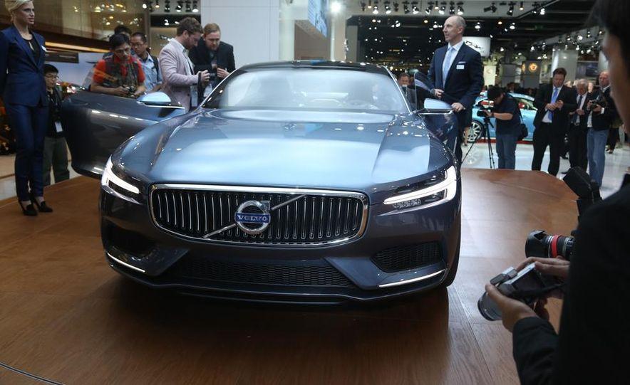 Volvo Concept Coupe - Slide 3