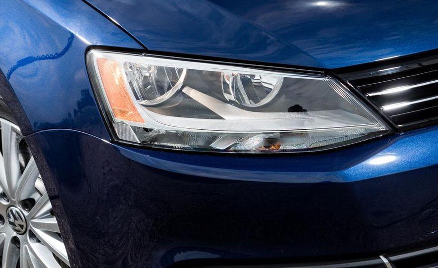 2013 Volkswagen Jetta TDI and 2014 Chevrolet Cruze 2.0TD - Slide 10