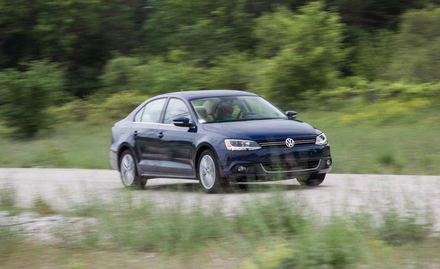 2013 Volkswagen Jetta TDI and 2014 Chevrolet Cruze 2.0TD - Slide 4