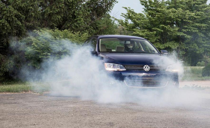 2013 Volkswagen Jetta TDI and 2014 Chevrolet Cruze 2.0TD - Slide 8