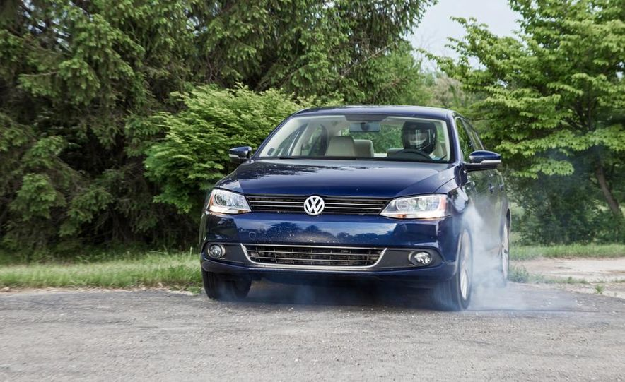 2013 Volkswagen Jetta TDI and 2014 Chevrolet Cruze 2.0TD - Slide 9