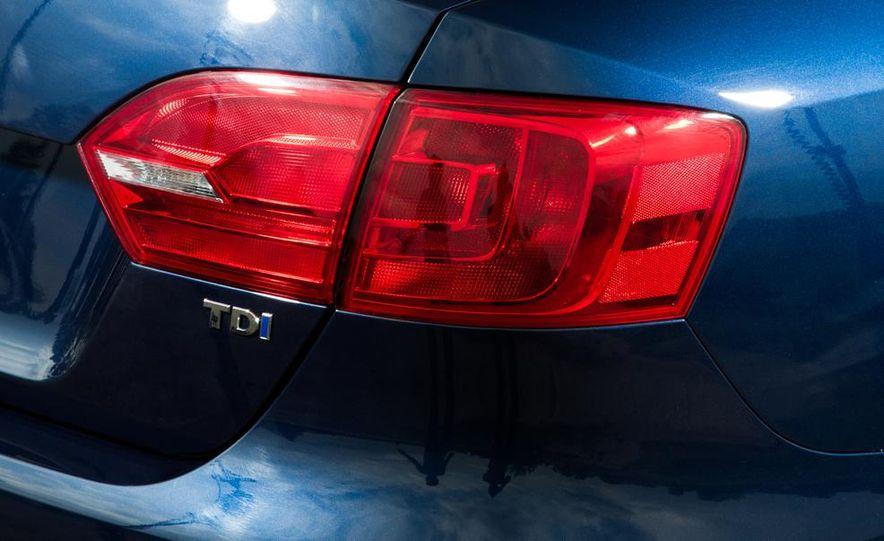 2013 Volkswagen Jetta TDI and 2014 Chevrolet Cruze 2.0TD - Slide 11
