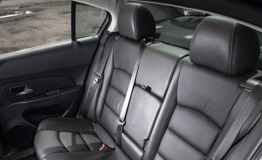 2013 Volkswagen Jetta TDI and 2014 Chevrolet Cruze 2.0TD - Slide 30
