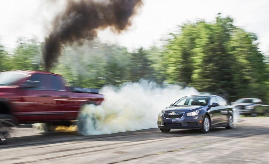 2013 Volkswagen Jetta TDI and 2014 Chevrolet Cruze 2.0TD - Slide 22