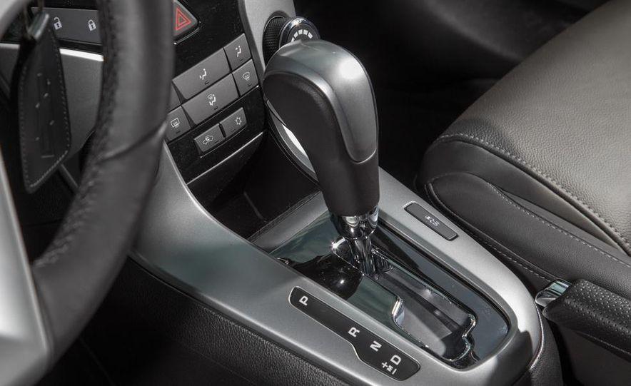2013 Volkswagen Jetta TDI and 2014 Chevrolet Cruze 2.0TD - Slide 34