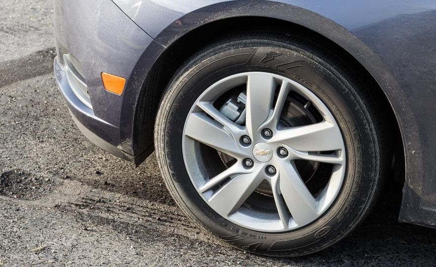 2013 Volkswagen Jetta TDI and 2014 Chevrolet Cruze 2.0TD - Slide 25