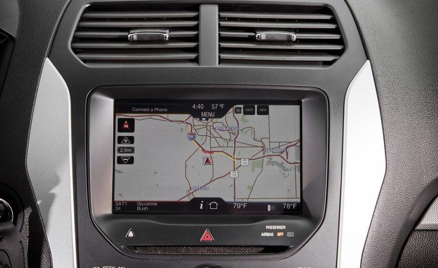 2011 Ford Explorer XLT 4WD infotainment display - Slide 1