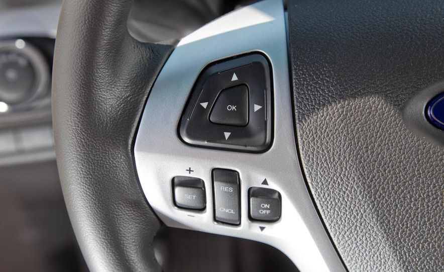 2011 Ford Explorer XLT 4WD infotainment display - Slide 5
