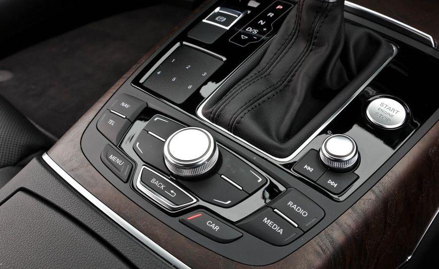 2011 Ford Explorer XLT 4WD infotainment display - Slide 7