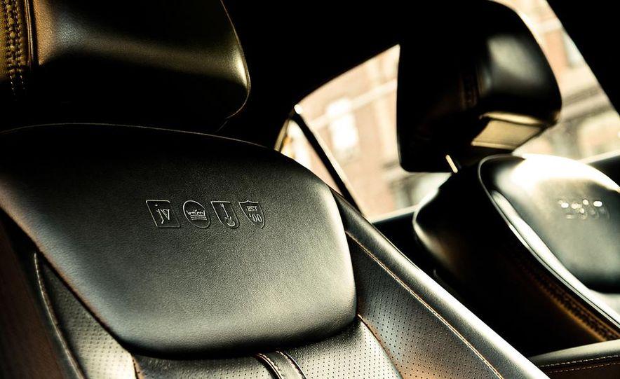2011 Ford Explorer XLT 4WD infotainment display - Slide 16