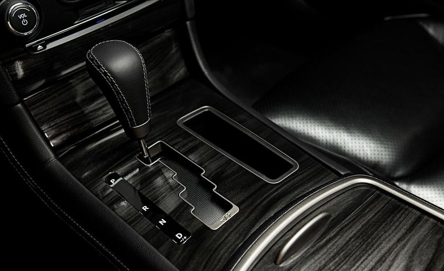 2011 Ford Explorer XLT 4WD infotainment display - Slide 19