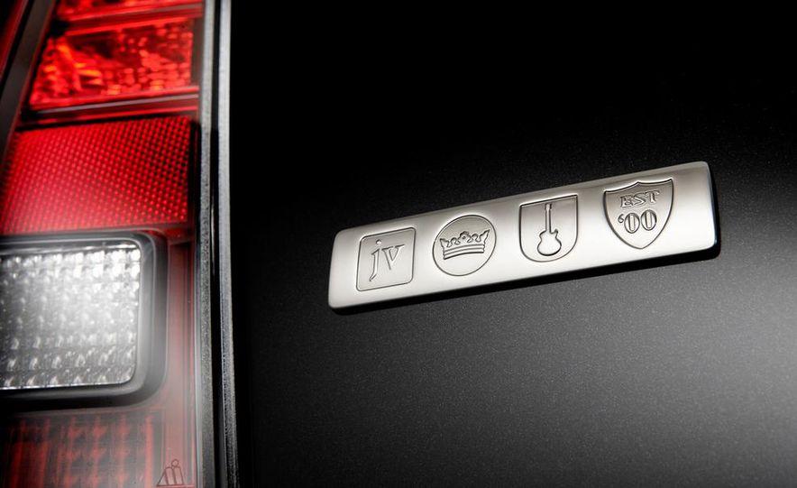 2011 Ford Explorer XLT 4WD infotainment display - Slide 14