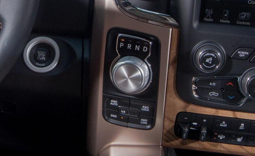 2011 Ford Explorer XLT 4WD infotainment display - Slide 27