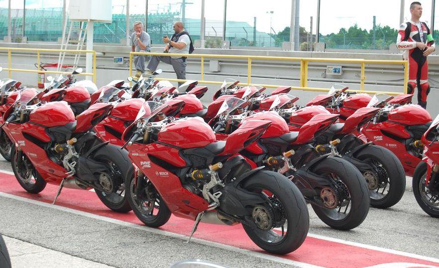 2013 Ducati 1199 Panigale - Slide 1