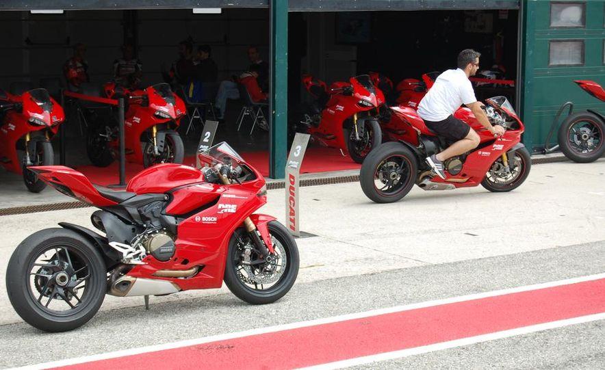 2013 Ducati 1199 Panigale - Slide 2