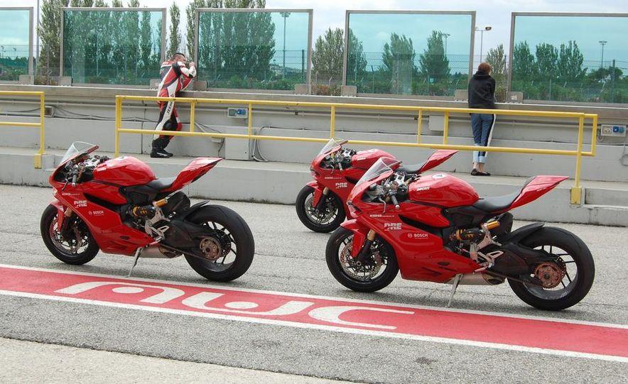 2013 Ducati 1199 Panigale - Slide 3