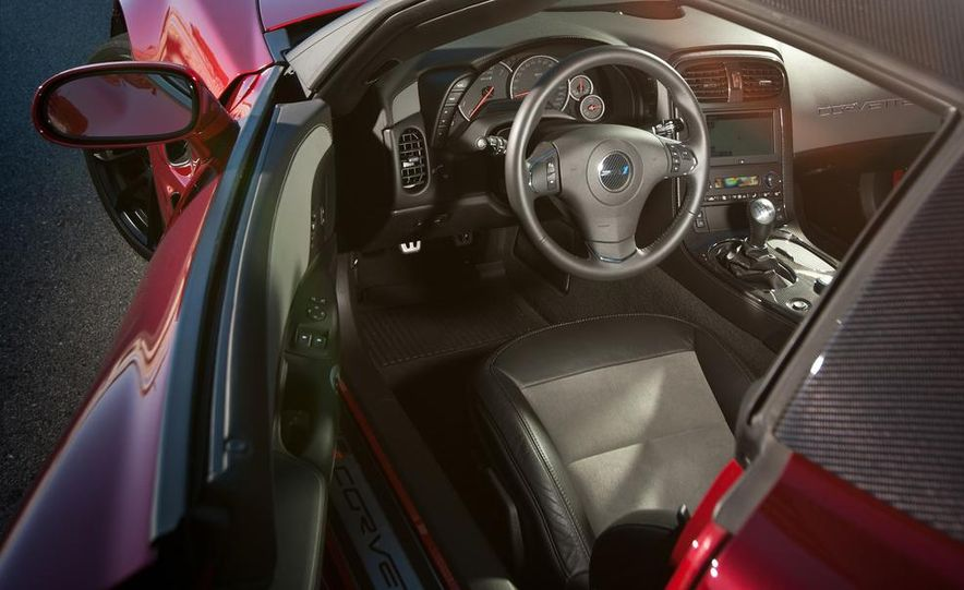 C6 and 2014 (C7) Chevrolet Corvette Touring seats - Slide 54
