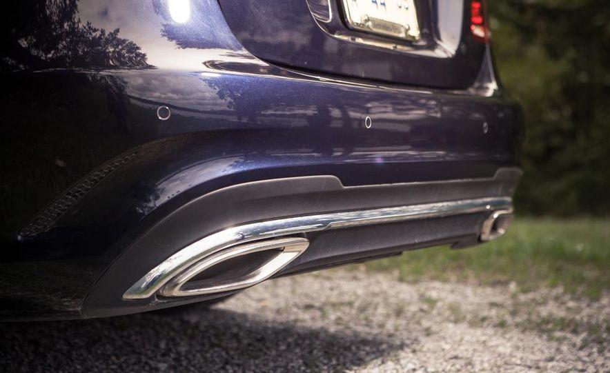 2014 Mercedes-Benz E350 sedan - Slide 11