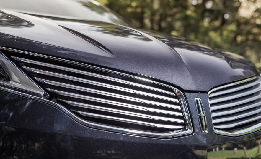 2014 Lincoln MKZ 2.0T AWD - Slide 4