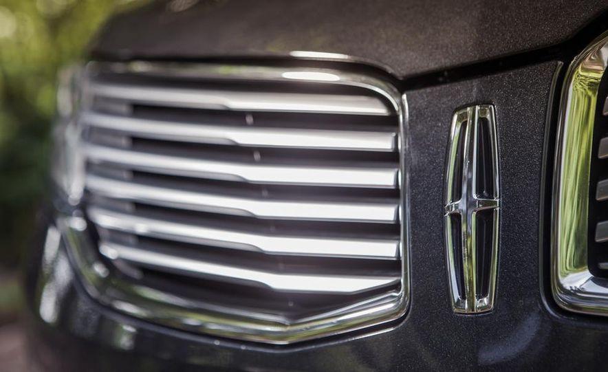 2014 Lincoln MKZ 2.0T AWD - Slide 5