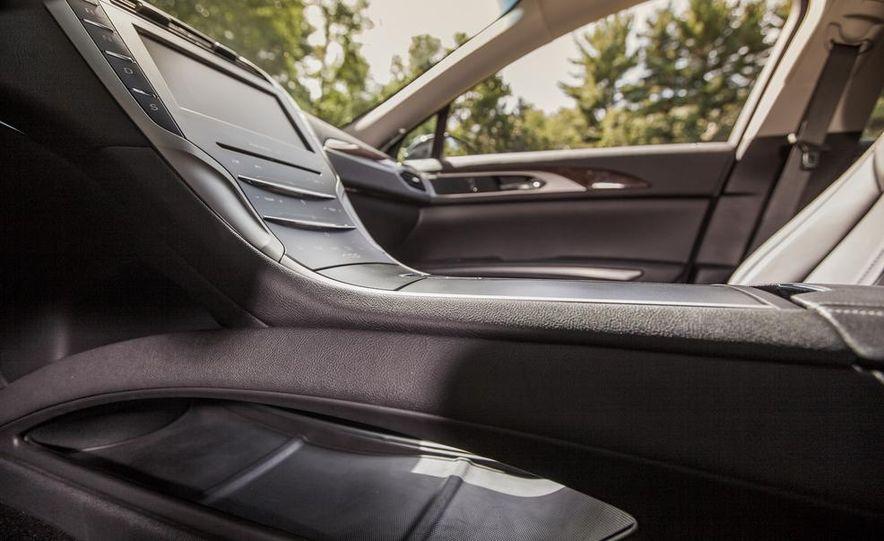2014 Lincoln MKZ 2.0T AWD - Slide 22