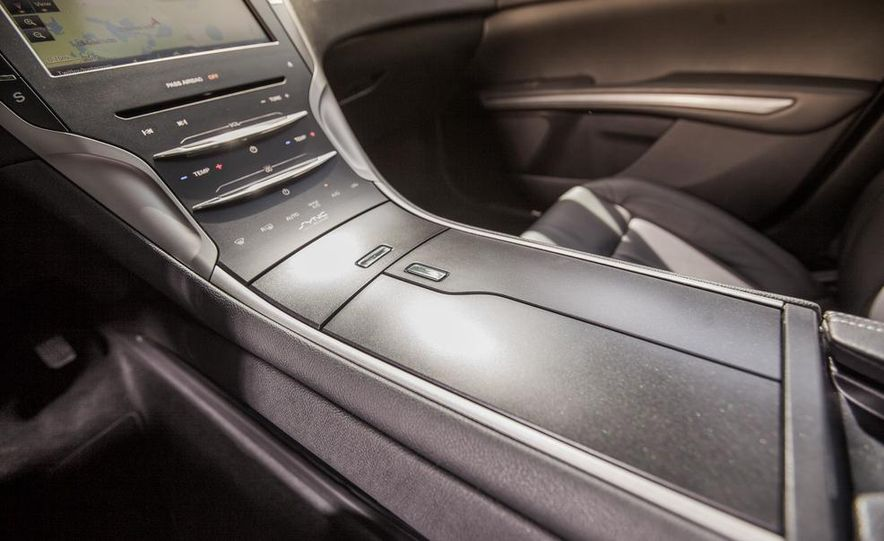 2014 Lincoln MKZ 2.0T AWD - Slide 21