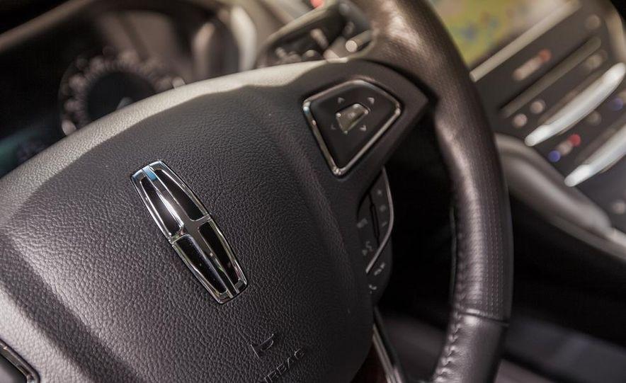 2014 Lincoln MKZ 2.0T AWD - Slide 17