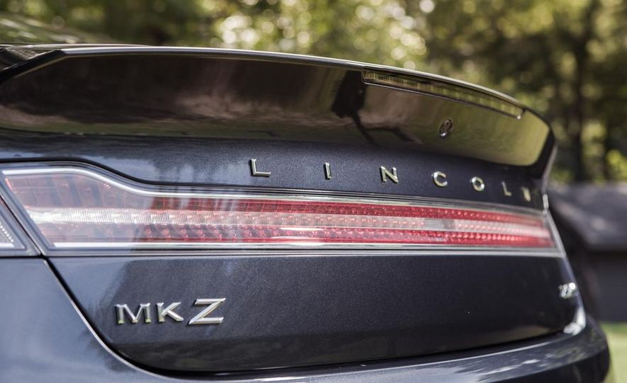 2014 Lincoln MKZ 2.0T AWD - Slide 10