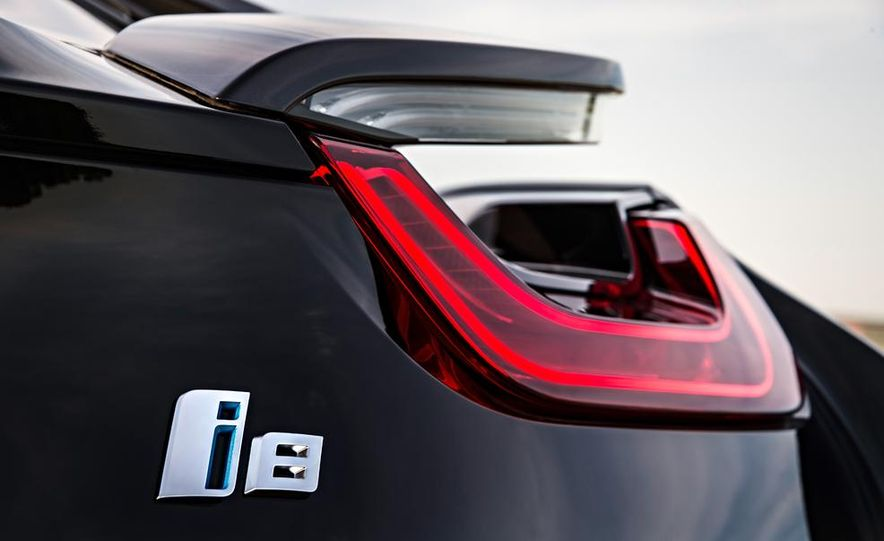 2015 BMW i8 - Slide 25