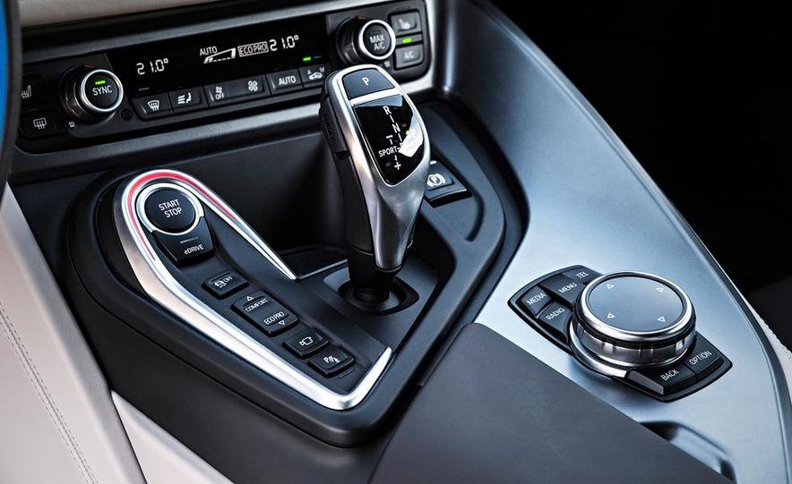 2015 BMW i8 - Slide 28