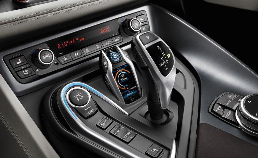 2015 BMW i8 - Slide 33