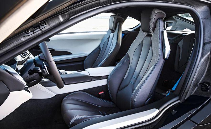 2015 BMW i8 - Slide 30