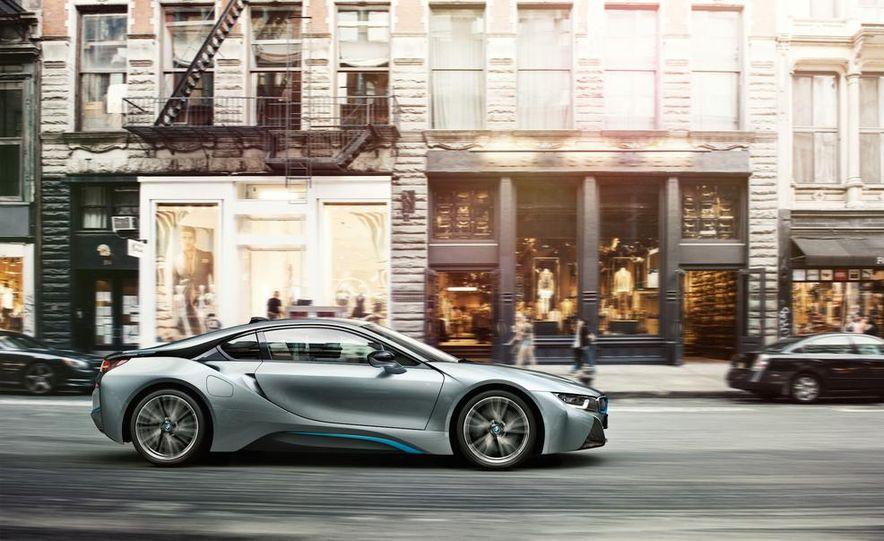 2015 BMW i8 - Slide 13