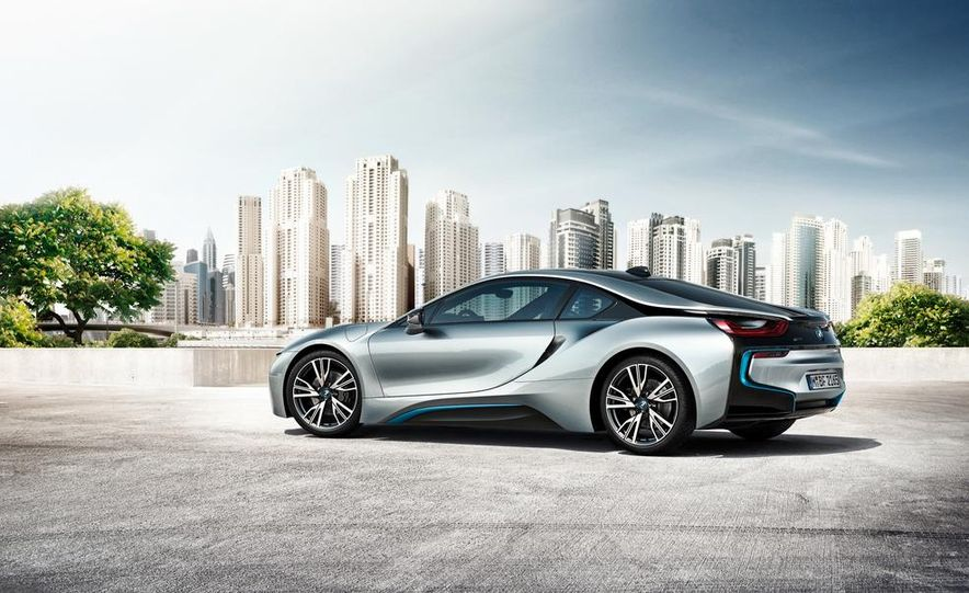 2015 BMW i8 - Slide 14