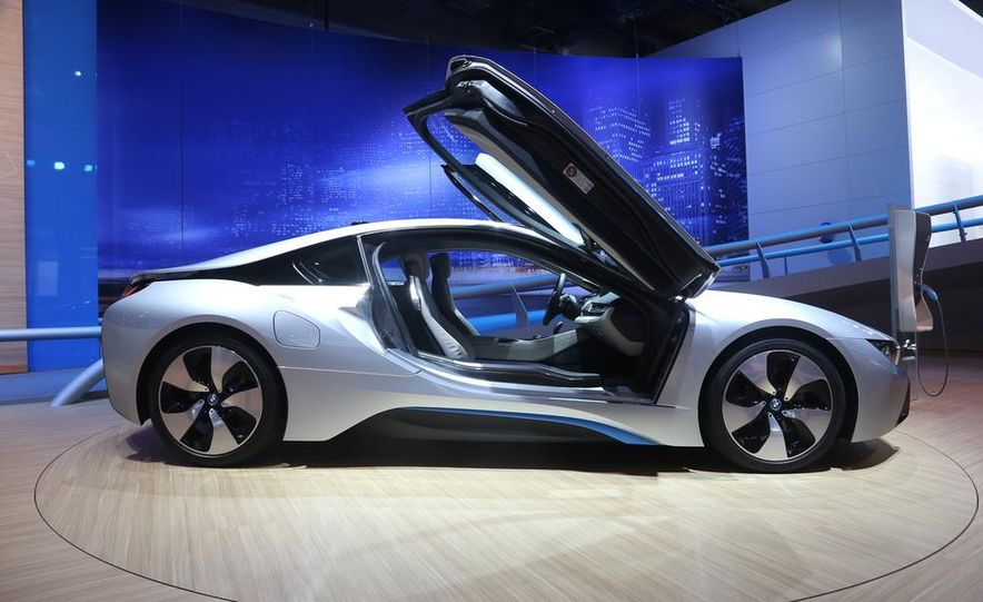 2015 BMW i8 - Slide 2