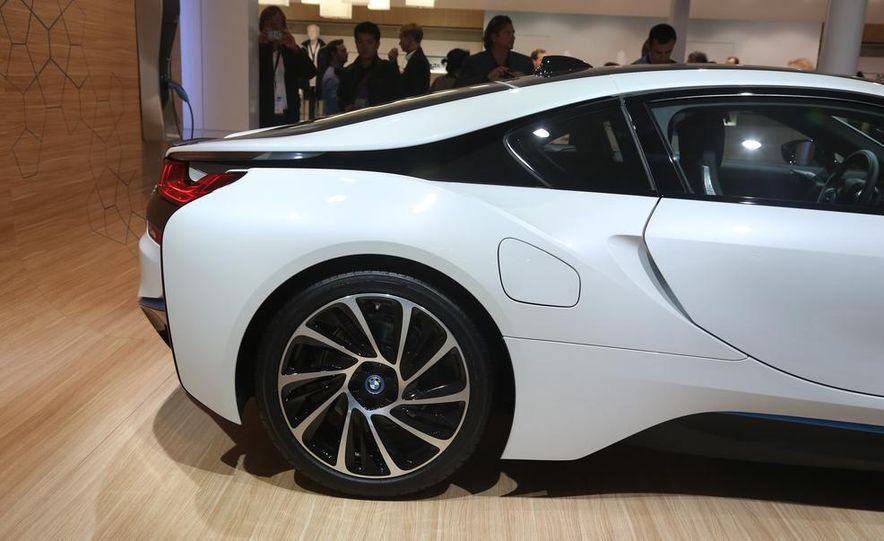 2015 BMW i8 - Slide 8