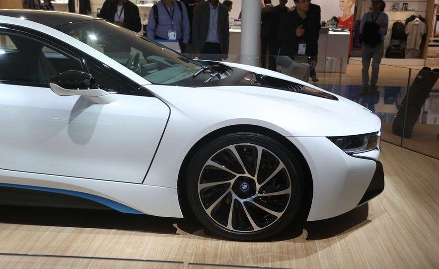 2015 BMW i8 - Slide 9