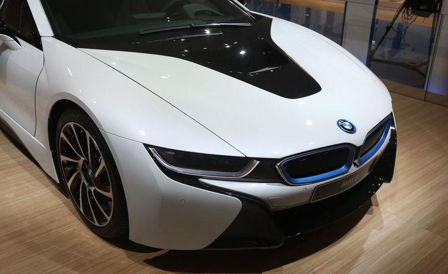 2015 BMW i8 - Slide 10